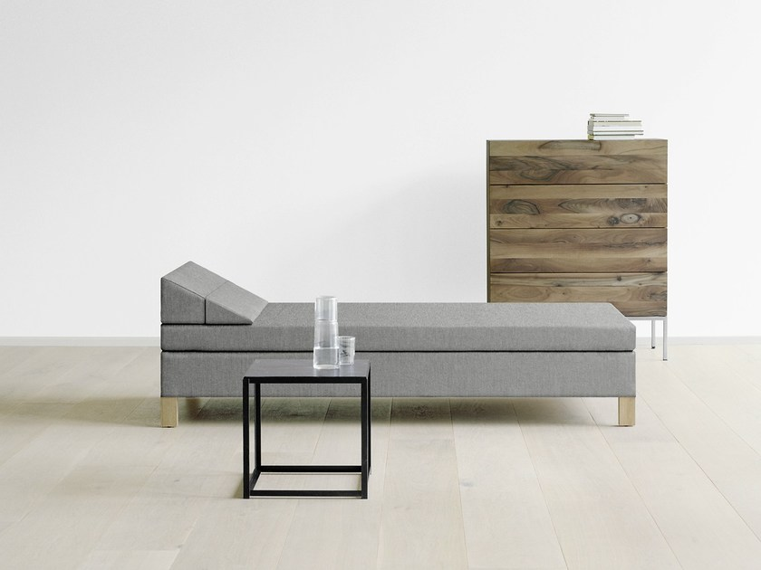Upholstered fabric day bed SENCKENBERG by e15