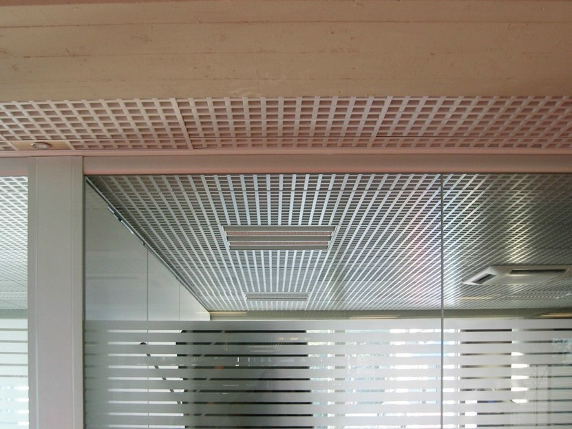 Plafoniere Per Controsoffitti A Doghe : Controsoffitti con grigliati h architectural prometal