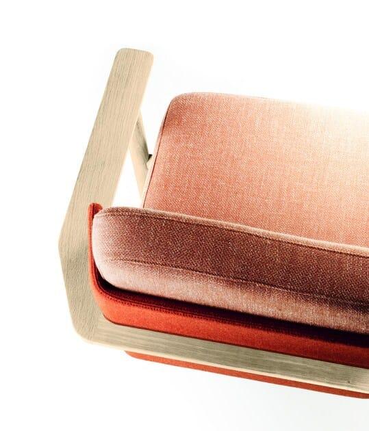 Poltrona ergonomica imbottita in legno