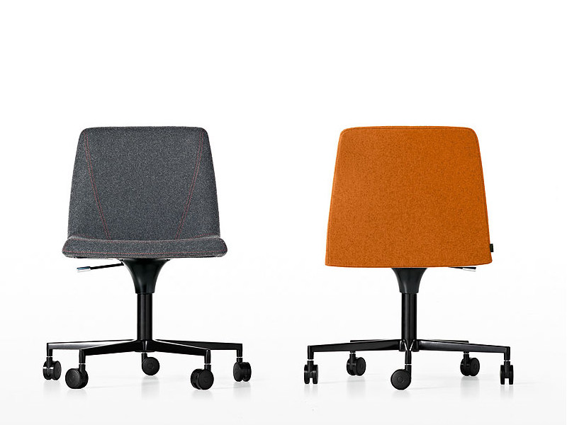 Chair with 5-spoke base with casters PLATE | Swivel chair by Kristalia