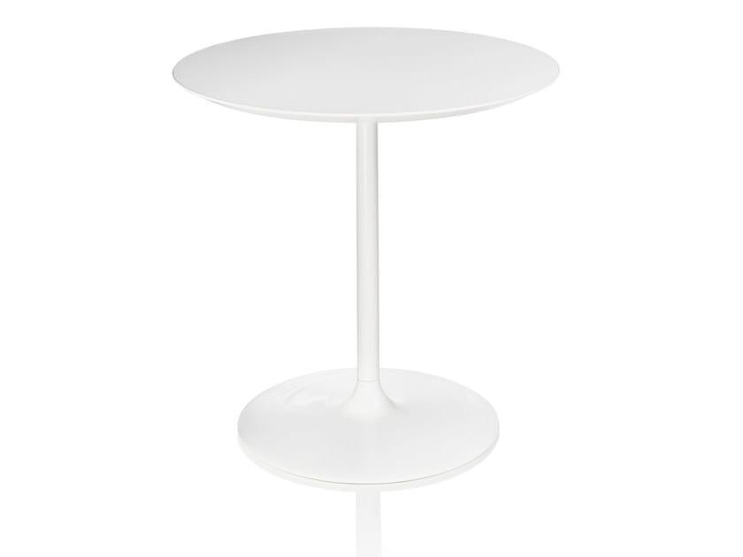 Round laminate table MALÈNA | Round table by ALMA DESIGN