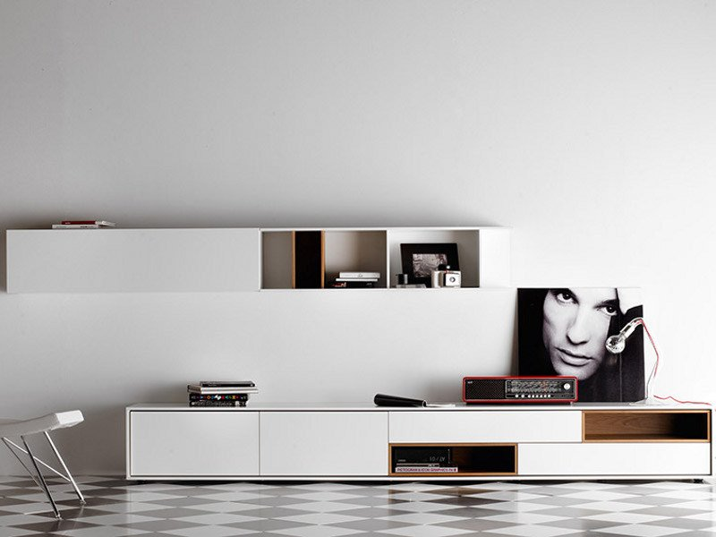 Lacquered storage wall AURA C4 by TREKU
