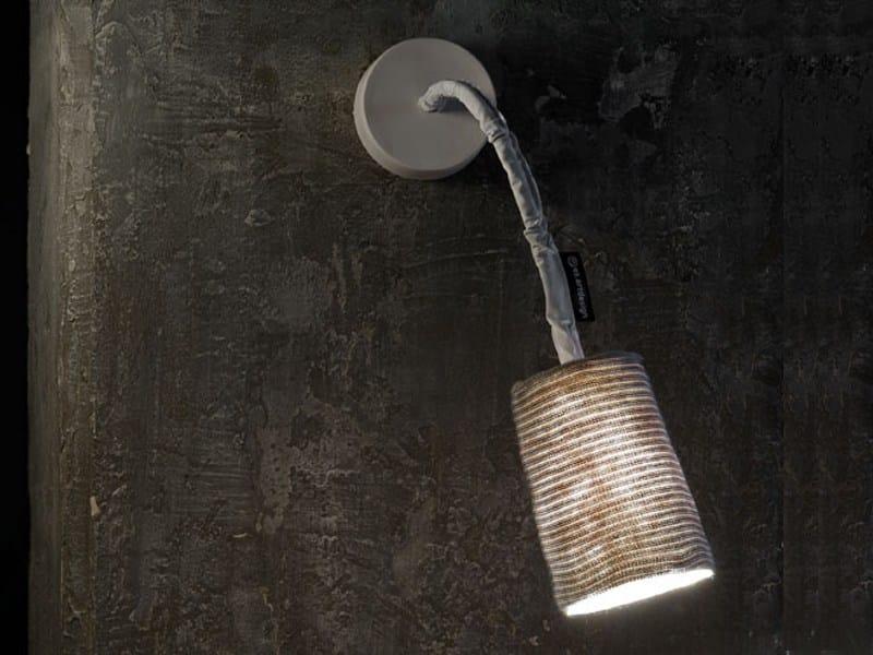 Applique orientabile in nebulite e lana paint a stripe by in