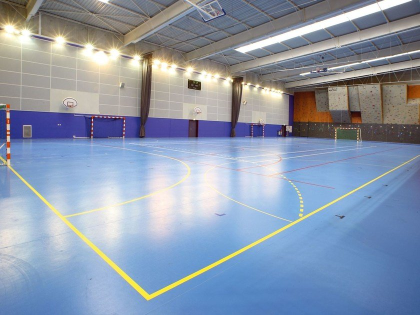 Anti-slip vinyl floor tiles OMNISPORTS by TARKETT