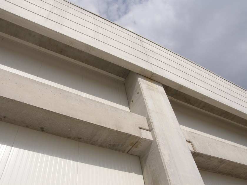 Edifici industriali prefabbricati Abbinamento pannelli sandwich con CAP