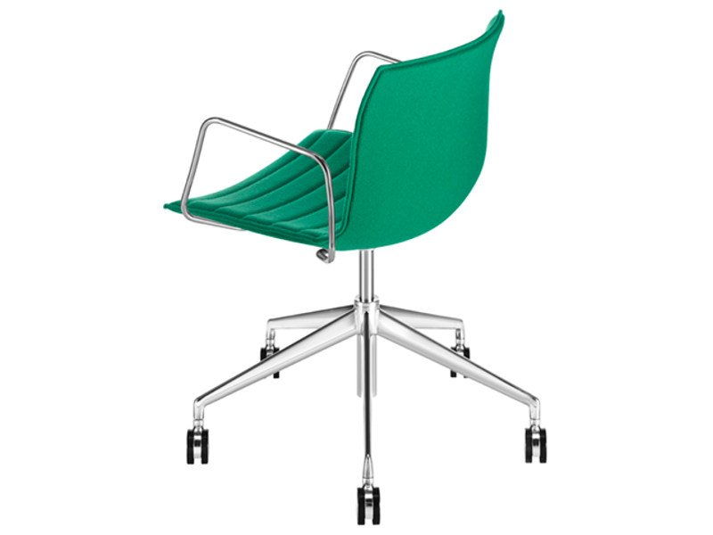Swivel chair with 5-spoke base with armrests