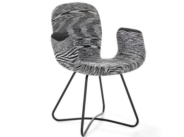 Ergonomic chair with armrests PATCH   Chair with armrests by Artifort