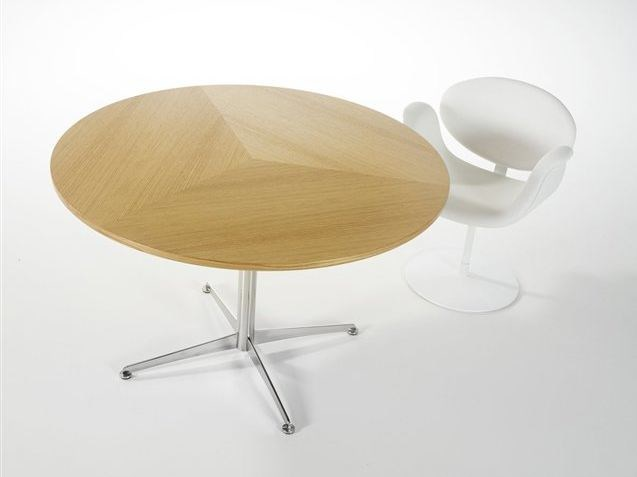 Round wooden table STARS by Artifort