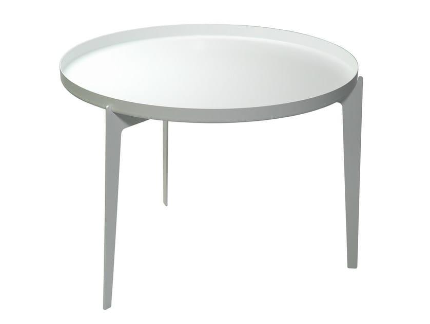 Tavolino vassoio in metallo verniciato illusion by covo for Tavolino vassoio