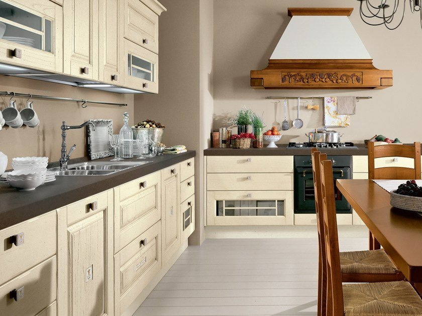 Decapé wooden kitchen with handles LAURA | Decapé kitchen by Cucine Lube