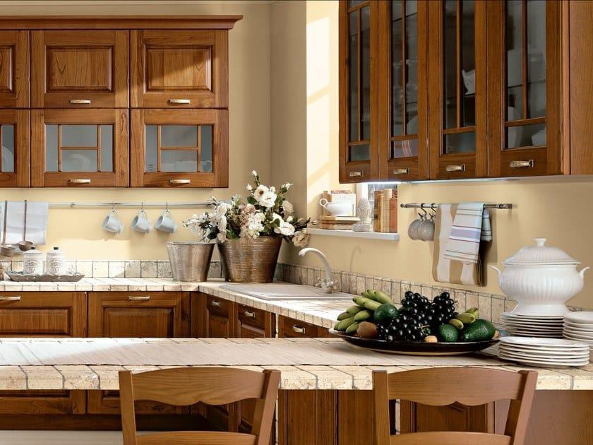 Cucina in noce con maniglie LAURA | Cucina in noce - Cucine Lube