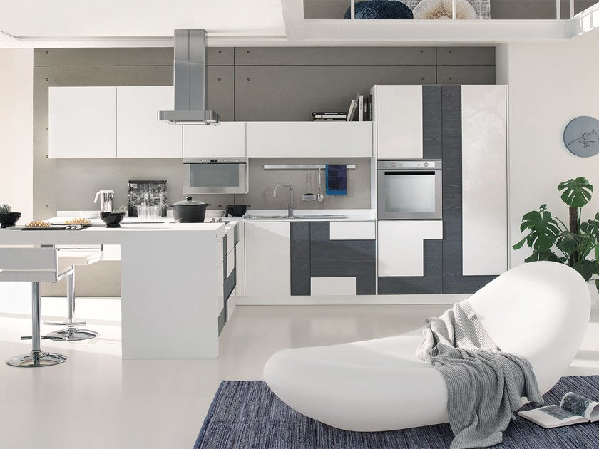 Lacquered fitted kitchen without handles CREATIVA | Fitted kitchen by Cucine Lube
