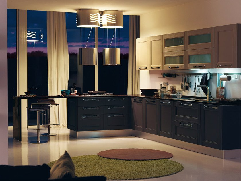 Solid wood fitted kitchen GEORGIA | Kitchen with handles by Cucine Lube