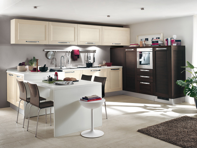 Solid wood fitted kitchen with handles GEORGIA | Fitted kitchen by Cucine Lube