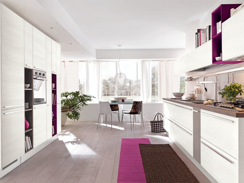 Lacquered wooden fitted kitchen with handles NOEMI | Kitchen by Cucine Lube