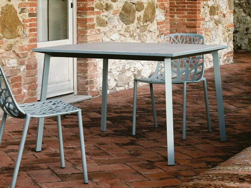 Square porcelain stoneware garden table NEWTILE | Square table by FAST