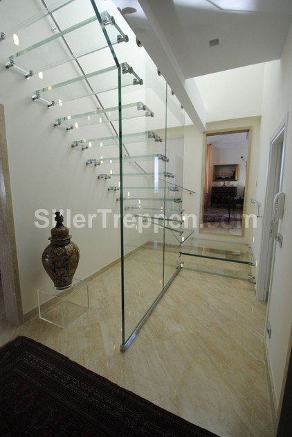 ALL GLASS | Scala a giorno in vetro all glass stair by Siller