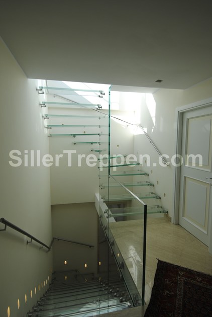 Self supporting glass Open staircase ALL GLASS | Glass Open staircase by Siller Treppen
