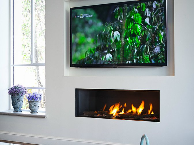Gas fireplace with panoramic glass Linea 110 by BRITISH FIRES