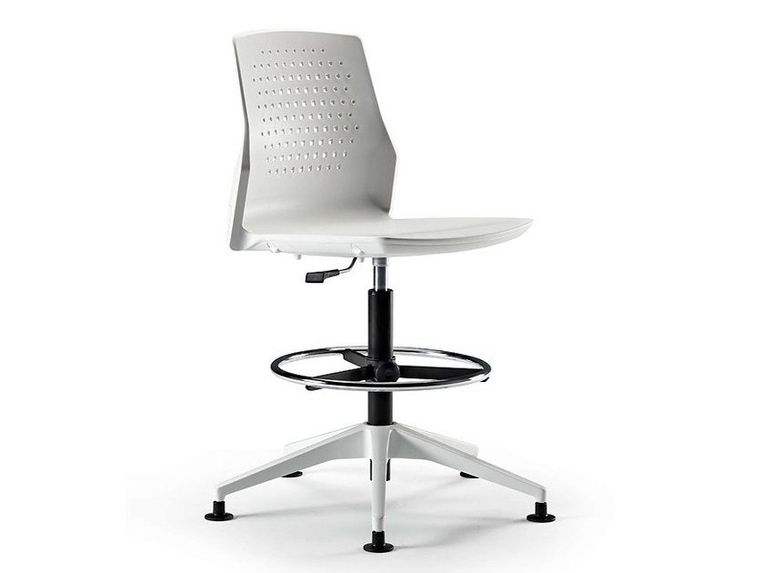 Height-adjustable swivel task chair with 4-Spoke base UKA | Task chair by ACTIU