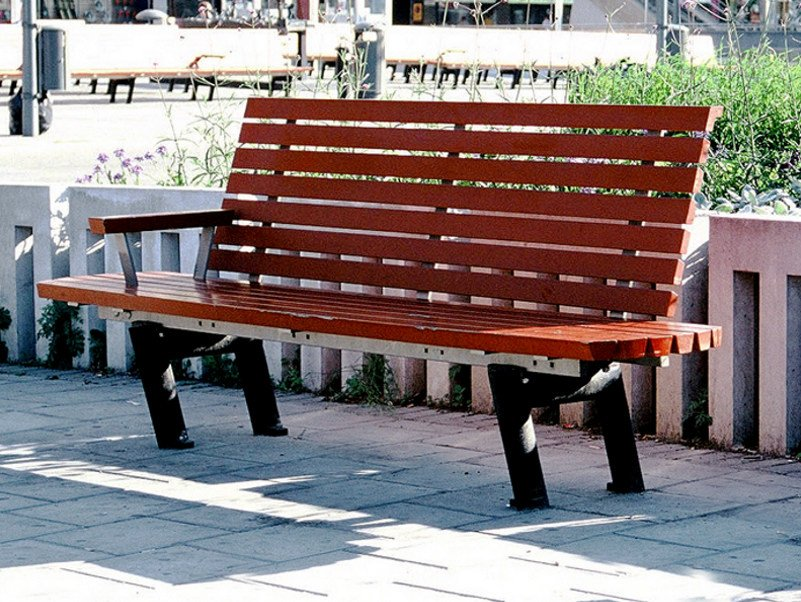 Pine Bench with back SERGEL | Bench by Nola Industrier