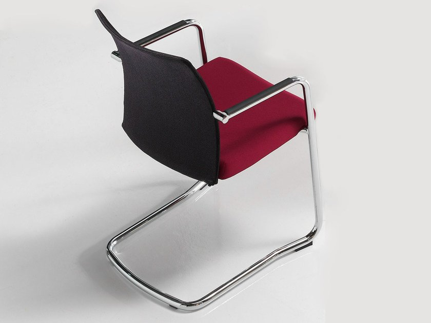 Cantilever visitor's chair with Armrests ITEK   Visitor's chair by Inclass Mobles