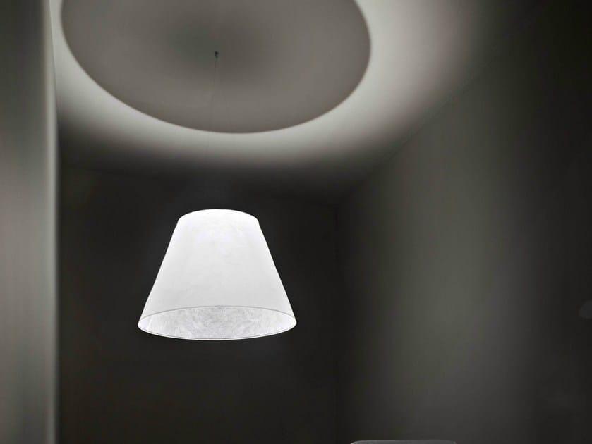 Lampada a sospensione a led in fibra di cellulosa shade by for Lampada flos sospensione