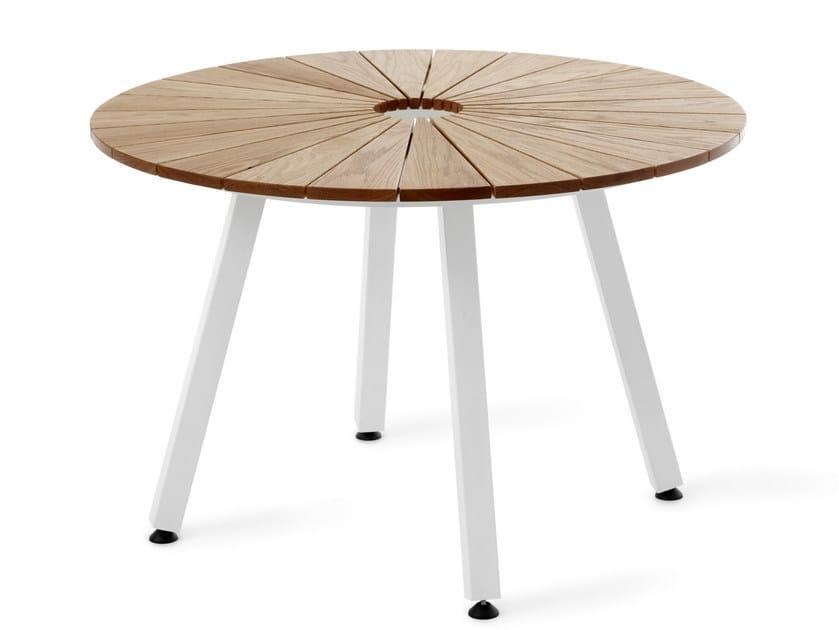 Tavolo Rotondo Da Esterno.Sunset Tavolo Da Giardino By Nola Industrier Design Mats Alden