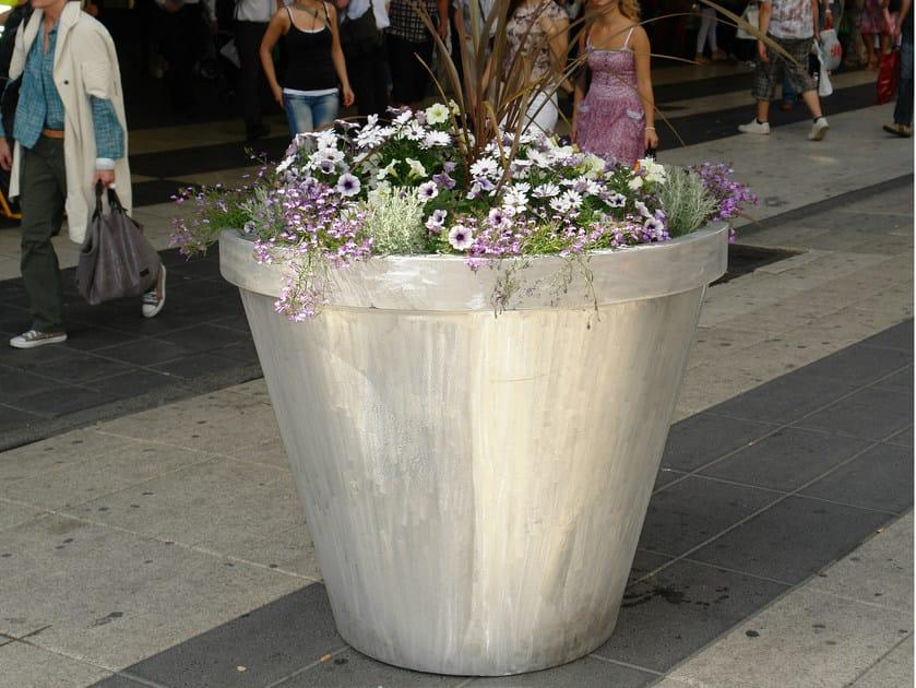 Aluminium Flower pot FOLKE by Nola Industrier