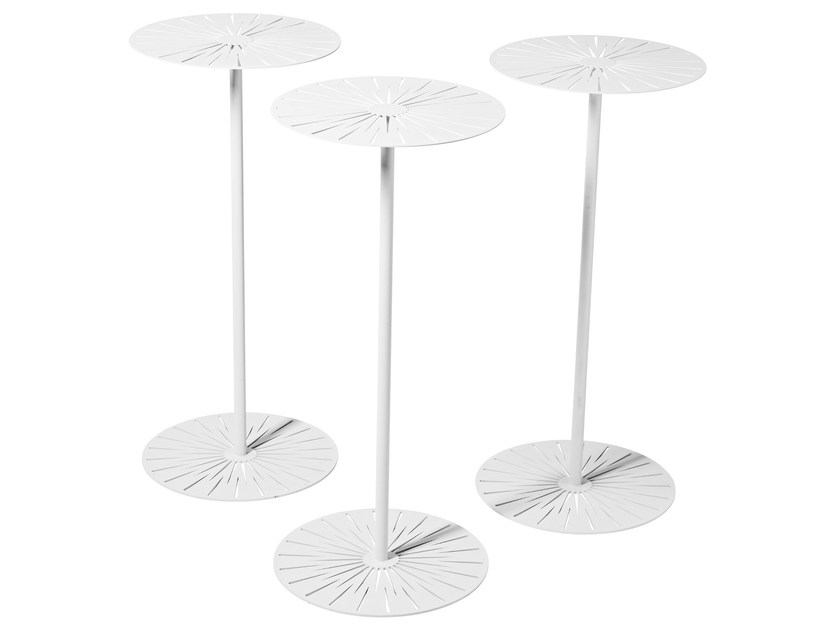 Round steel garden side table SUN by Nola Industrier