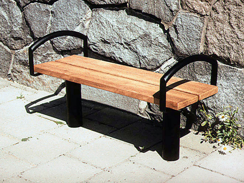 Backless wooden Bench with armrests CITY | Bench with armrests by Nola Industrier
