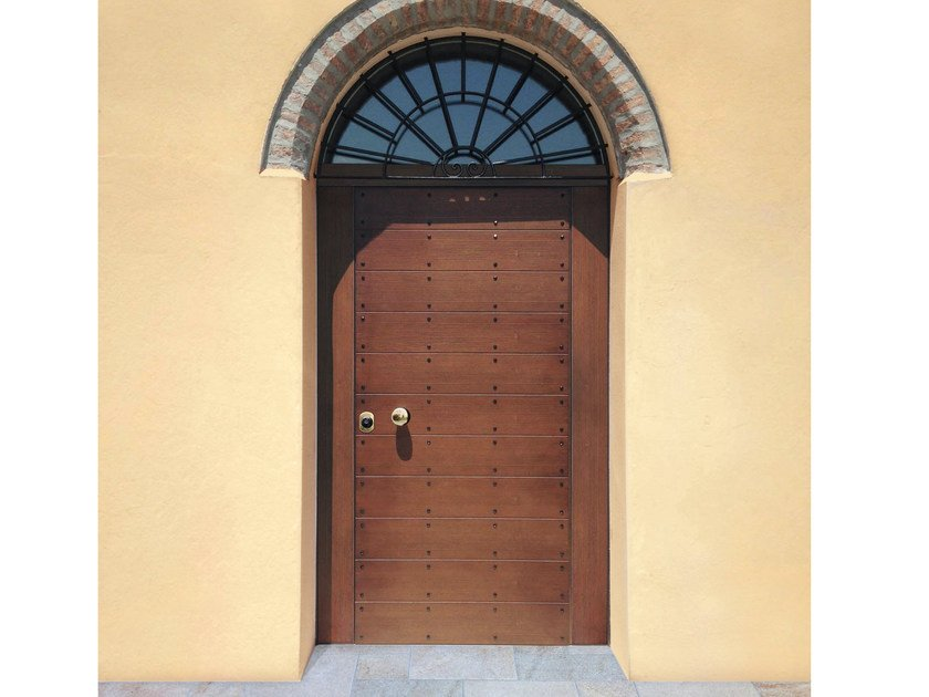 Arched spruce safety door SUPERIOR - 16.5061 M16 by Bauxt