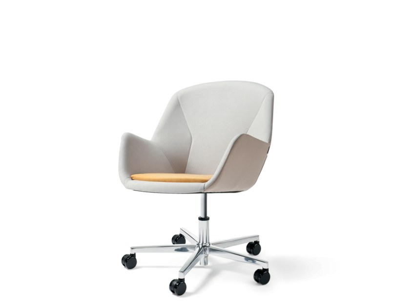 Training chair with 5-spoke base with armrests PULSE | Easy chair with 5-spoke base by Wiesner-Hager