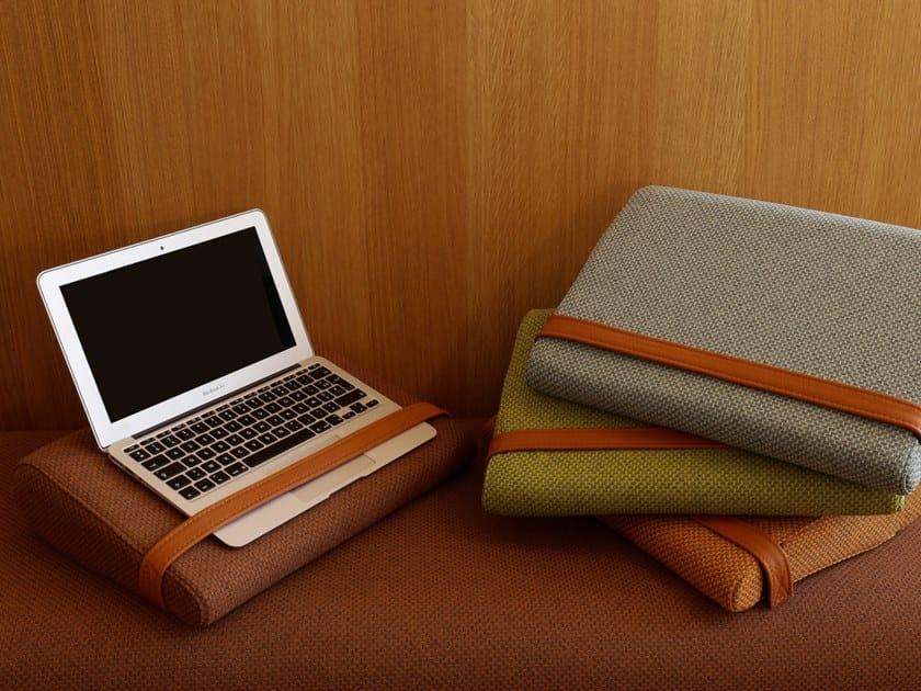 Coussin de CPU et portable en tissu recyclé PILLOW by Marine Peyre Editions