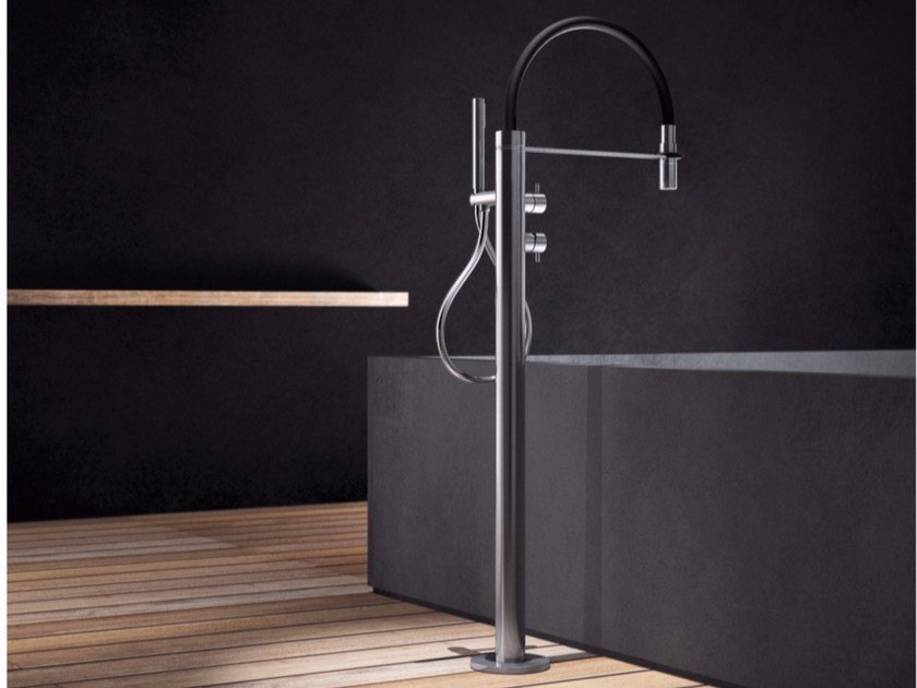 Miscelatore per vasca da terra in acciaio inox con doccetta PV2 - TKI by Radomonte