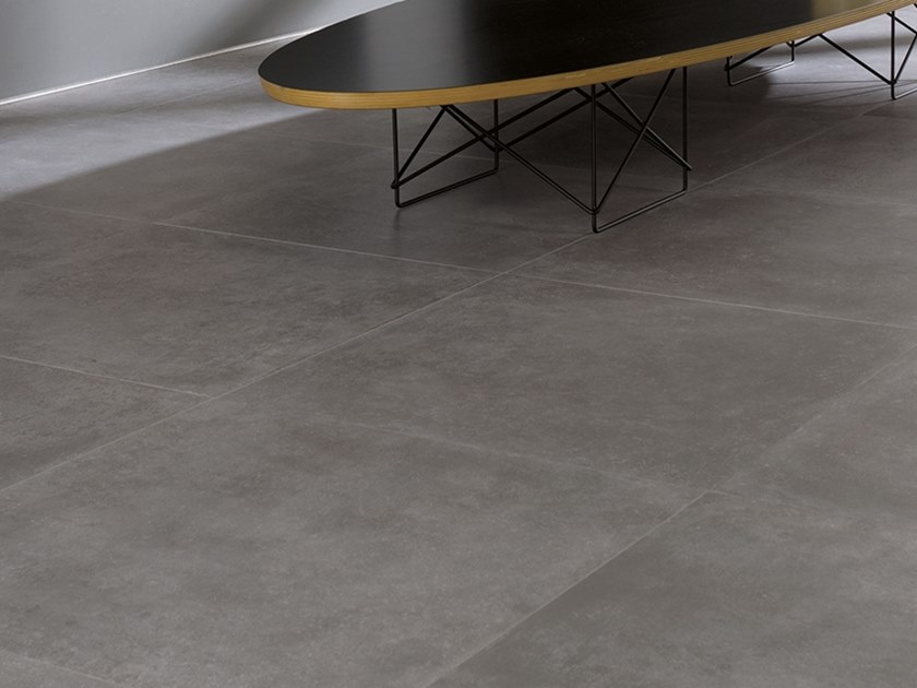 Wall/floor tiles with concrete effect RHIN GRIS by Venis