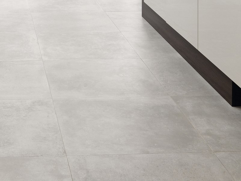 Wall/floor tiles with concrete effect RHIN NATURAL by Venis