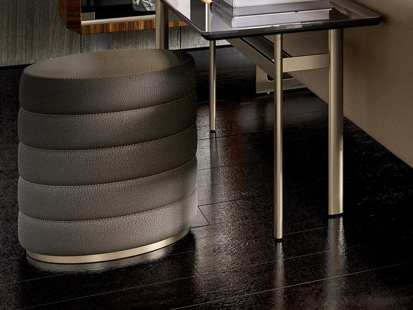 Round leather pouf RICHMOND UPON THAMES | Pouf by Barnini Oseo