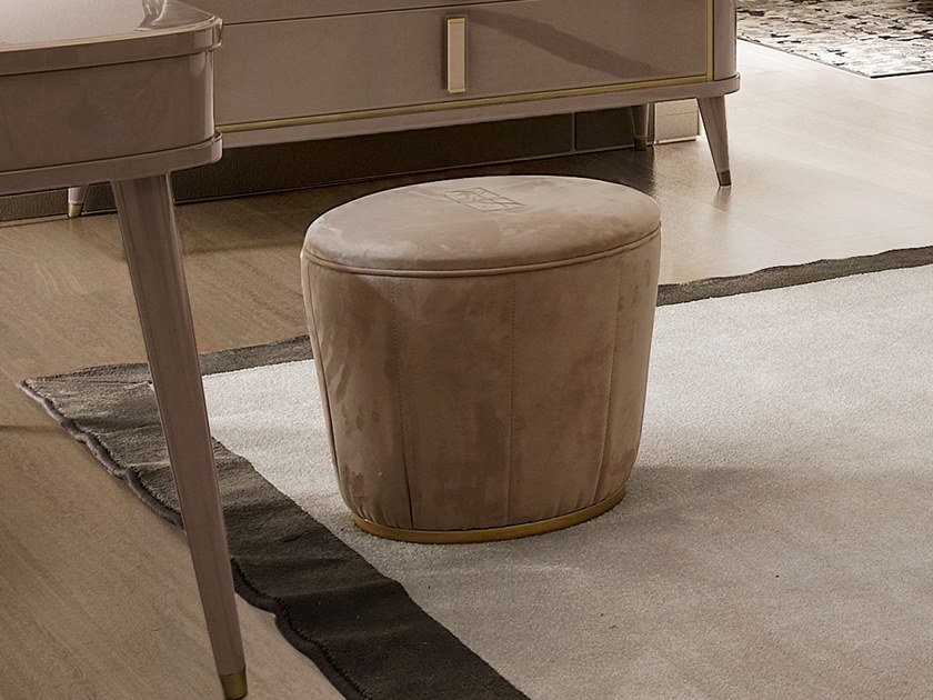 Upholstered round pouf RICHMOND UPON THAMES | Round pouf by Barnini Oseo