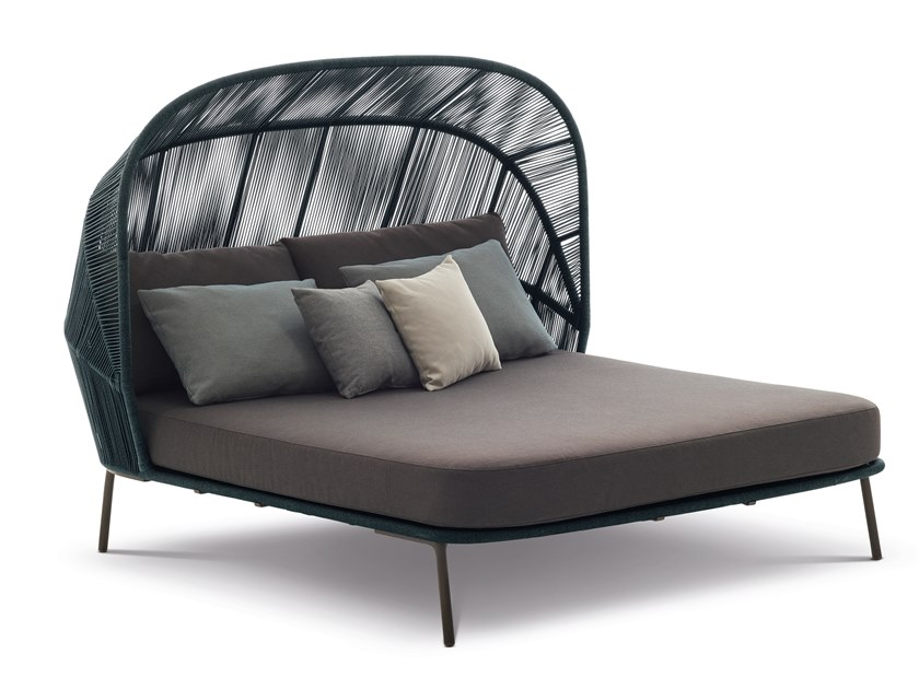 Double die cast aluminium garden bed RILLY by DEDON