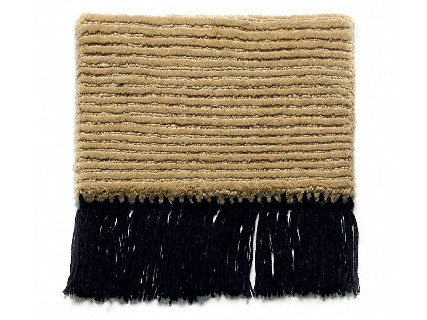 Solid-color handmade polyester and cotton rug ROLLER ST-024 by Kuatro