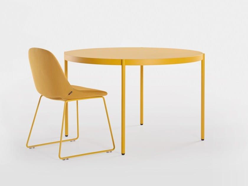Round wooden table PALLADIO | Round table by Artifort