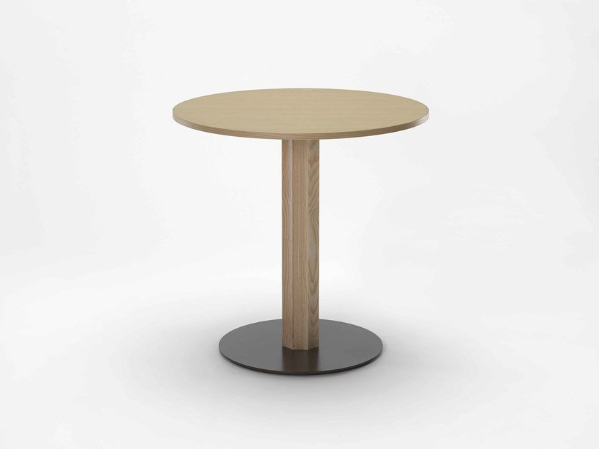 Round wooden table OC | Round table by Zilio A&C