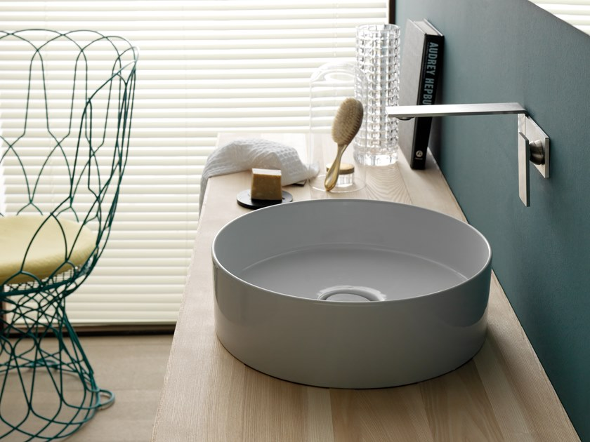Countertop round ceramic washbasin HIDE | Round washbasin by Alice Ceramica