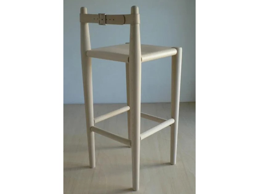 High barstool with back S2 | Stool with back by Temps Libre