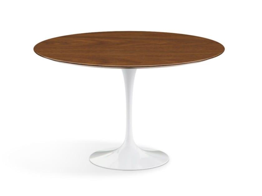 Tavolo rotondo con piano in legno e base in alluminio EERO SAARINEN ...