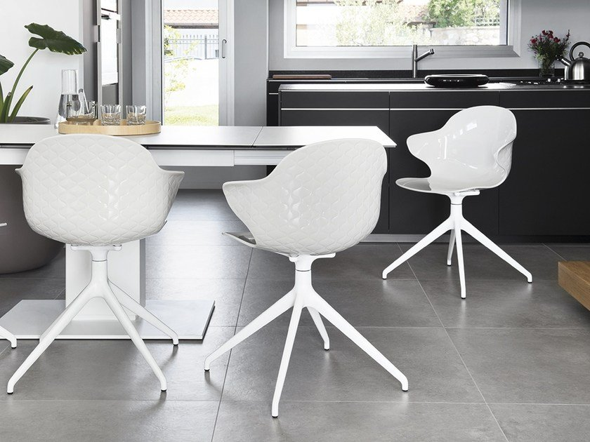 Polycarbonate chair with armrests SAINT TROPEZ | Trestle-based chair by Calligaris