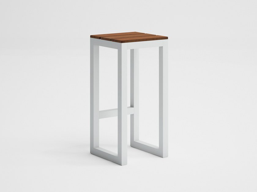 High teak garden stool with footrest SALER SOFT TEAK | High stool by GANDIA BLASCO