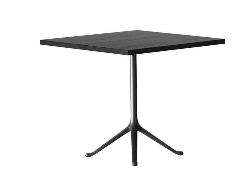 Tavolo quadrato in legno massello con base a 4 razze SAVOY | Tavolo quadrato by horgenglarus