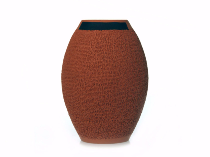 Terracotta vase SECRET I by Kiasmo